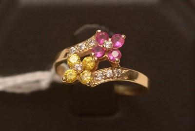 Lot 218 - Gemstone set dress ring.
