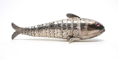 Lot 208 - Early 20th C Danish silver reticulated fish pattern snuff box.