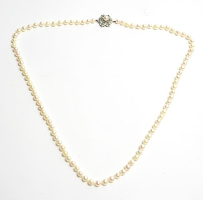 Lot 165 - A single row cultured pearl necklace