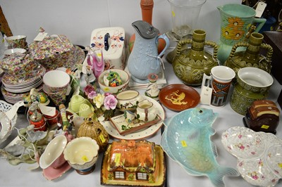 Lot 517 - Household ceramics and other items.