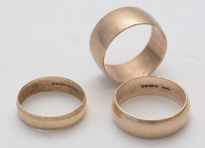Lot 151 - Three gold wedding bands