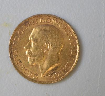Lot 189 - George V gold sovereign, 1914