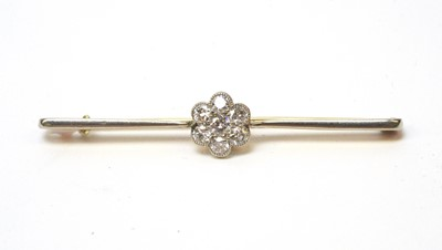 Lot 3 - A diamond cluster ring.