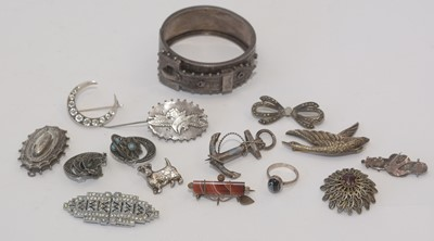 Lot 190 - A selection of silver jewellery