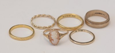 Lot 163 - Six gold rings