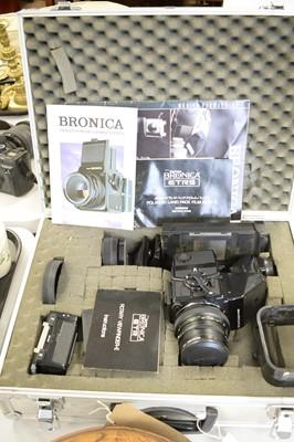 Lot 351 - A Zenza Bronica camera set