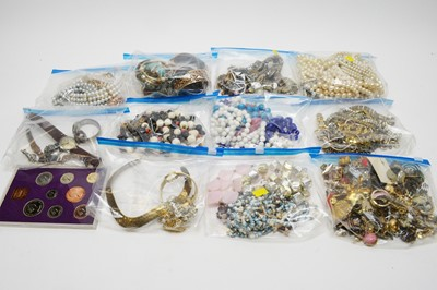 Lot 200A - Large qty of costume jewellery; and a 1970 coin set.