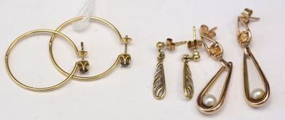 Lot 242A - Gold earring