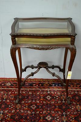 Lot 57 - A 20th Century mahogany bijouterie table