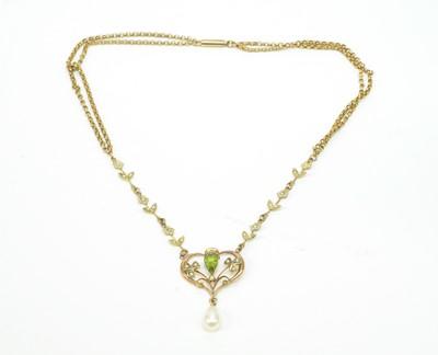 Lot 10 - Edwardian peridot and pearl necklace
