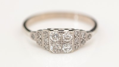 Lot 312 - A diamond dress ring.