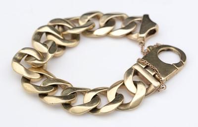 Lot 302 - 9ct. yellow gold bracelet.