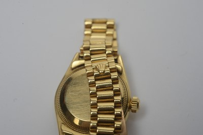 Lot 122 - An 18ct yellow gold cased ladies Rolex Oyster Perpetual Datejust