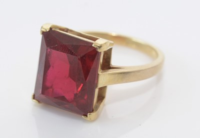 Lot 154 - A synthetic ruby ring.