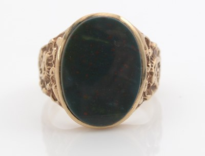 Lot 299 - A gent's bloodstone signet ring.