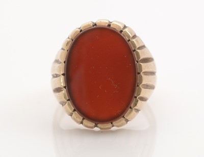Lot 298 - A gent's carnelian set signet ring.
