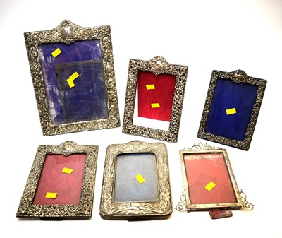 Lot 262 - A collection of photograph frames