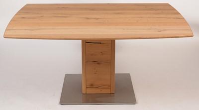 Lot 47 - Venjakob light oak extending dining table