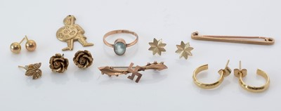 Lot 281 - Selection of gold and yellow metal jewellery.