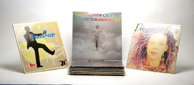 Lot 933 - 17 mixed Motown, dance and disco LPs