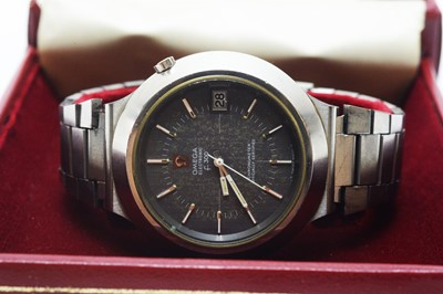 Lot 210 - Omega Electric F300 wristwatch with box