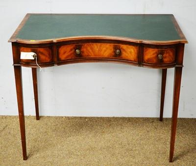 Lot 27 - 20th C mahogany writing table.