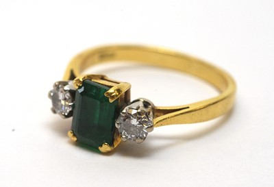 Lot 231 - An emerald and diamond ring