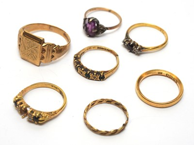 Lot 216 - A selection of rings