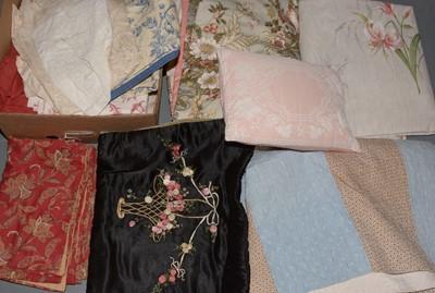 Lot 625 - Mixed selection of fabrics.