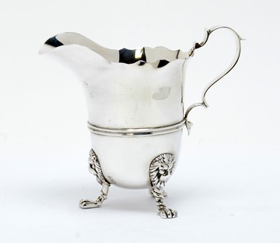 Lot 166 - An Edwardian silver cream jug