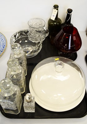 Lot 368 - A Tiffany glass bowl and other glass ware.