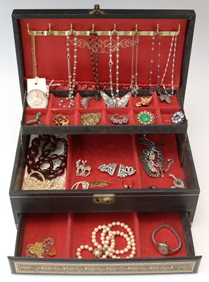 Lot 166 - A selection of costume jewellery.