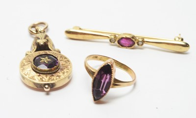Lot 205 - A pendant, a ring and a brooch