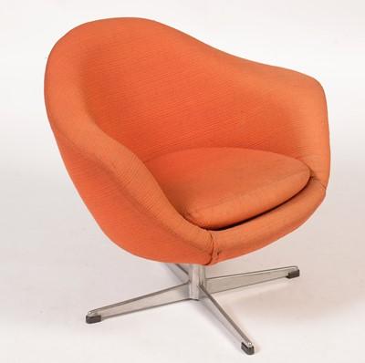 Lot 793 - Foam egg-style swivel chair.