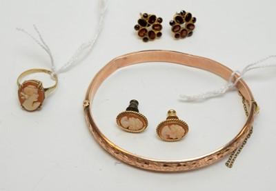 Lot 228 - 9ct gold bangle; cameo and garnet jewellery