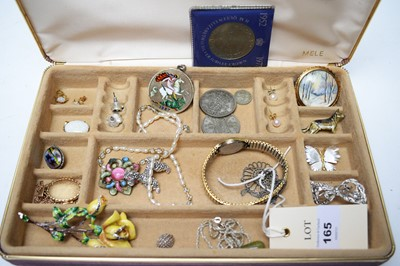 Lot 165 - A selection of costume jewellery