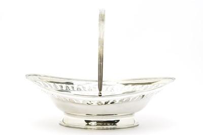 Lot 172 - A George III silver bread basket