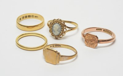 Lot 193 - Two gold wedding bands, a cameo ring and two signet rings.