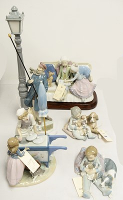 Lot 544 - Collection of five Lladro figurines