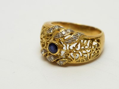 Lot 232 - A sapphire and diamond ring