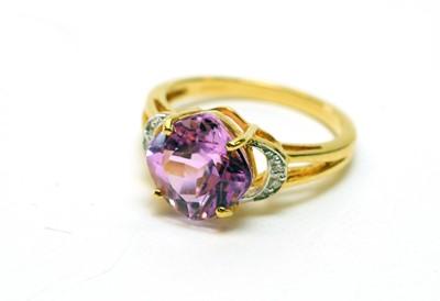 Lot 154 - Kunzite and diamond ring