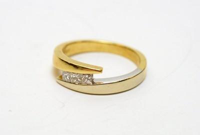 Lot 167 - Three stone diamond ring
