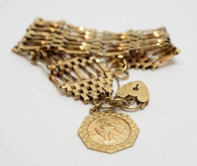 Lot 177 - 9ct yellow gold gate link bracelet