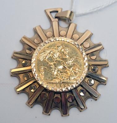 Lot 181 - Queen Victoria gold sovereign pendant