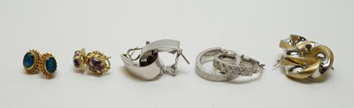 Lot 210 - A selection of earrings