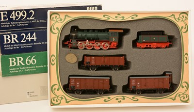 Lot 15 - Piko HO-gauge locomotives; and an 'Old Timer' Landerbahnzug 1913 train set.