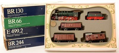 Lot 16 - Piko HO-gauge locomotives; and an Old Timer Landerbahnzug 1913 train set.