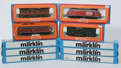 Lot 21 - Märklin HO-gauge locomotives and carriages.