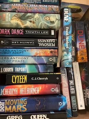 Lot 501 - Selection of Sci-Fi novels