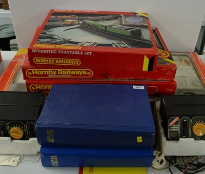 Lot 422 - A selection of Hornby Railway items